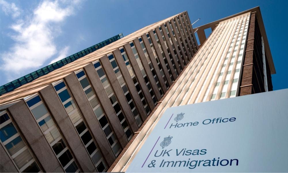 كيفية الإبلاغ عن تغير البيانات في تأشيرة بريطانيا أو تصريح الإقامة البيومتري